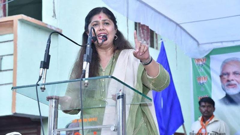 pankaja munde removes bjp from her twitter bio amidst speculated rift