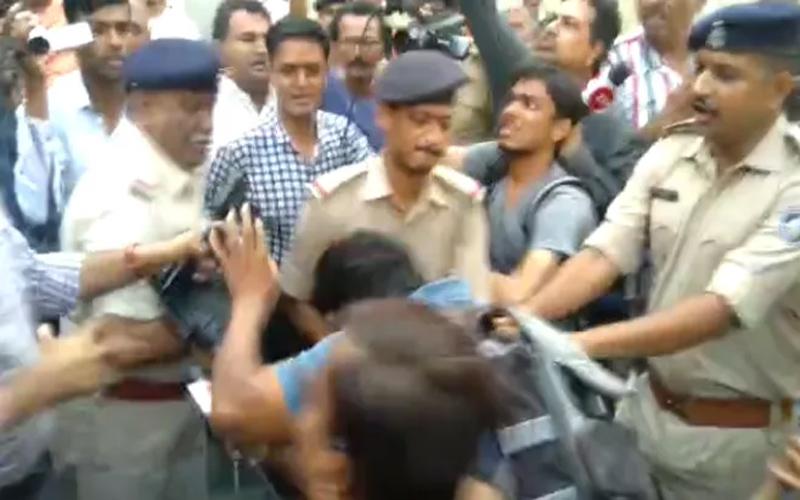 Police officers suspend issue journalist junagadh