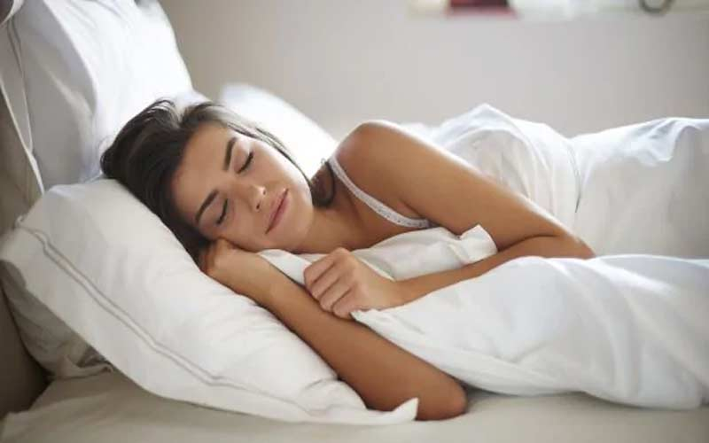 health benefits of sleeping without a pillow