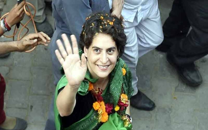 priyanka-gandhi-meets-with-party-workers-in-lucknow