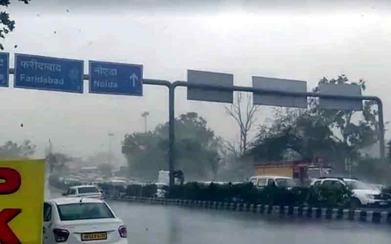 Rain lashes different parts of New Delhi