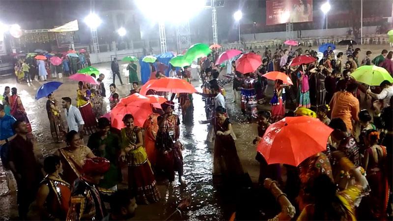 heavy rain in gujarat during navratri monsoon 2019