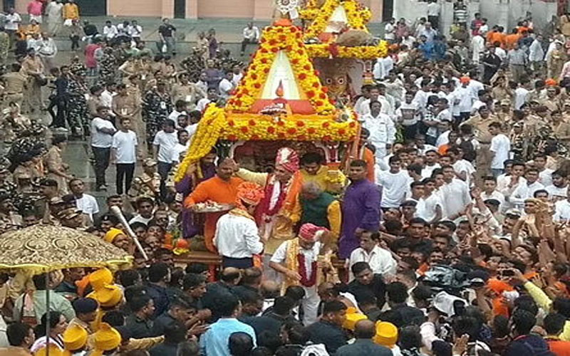 Ahmedabad rath yatra starts huge group of devotees joined