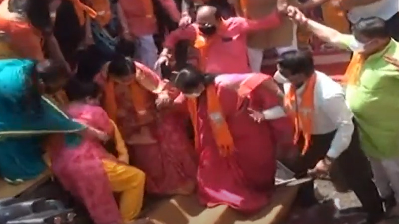 Rajkot BJP office Bhumi Pujan program mayor Slipped video viral