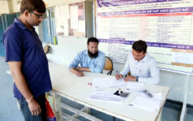 Recovery of Rs. 300 to 500 from the parents paying the forms of RTE