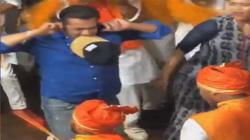 Salman Khan desi Dance During Ganesh Visarjan at sisters home video viral