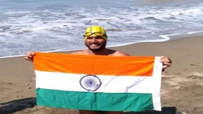 Indian Handicapped swimmer satendra singh crosses America's catalina channel