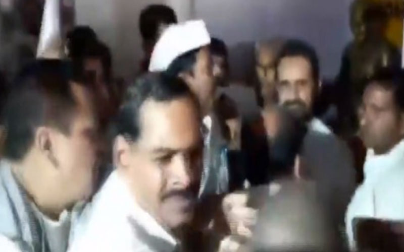 congress workers create ruckus in party in bihar, shaktisinh gohil