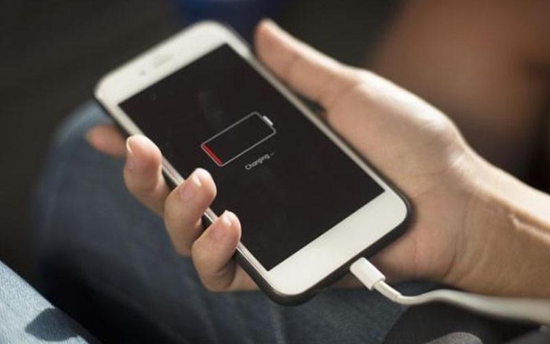 આ ટ્રિક્સ અપનાવો  ઝડપથી ચાર્જ થશે તમારો સ્માર્ટફોન