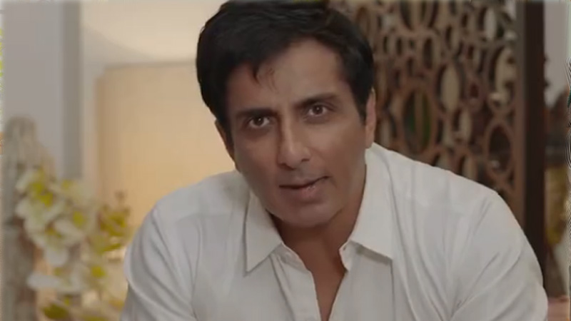 Sonu Sood went out to sell eggs and bread on cycle will take extra money for home delivery see VIDEO