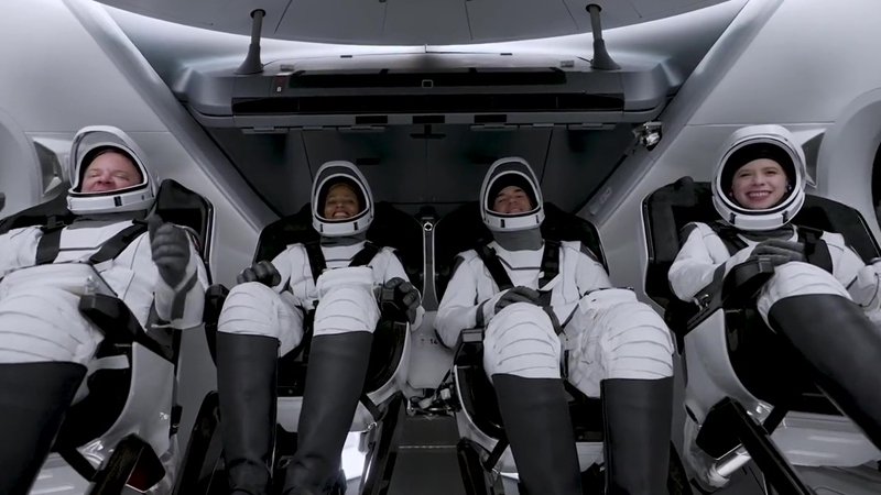space x launched inspiration 4 a capsule including four civilians for earth cicling trip