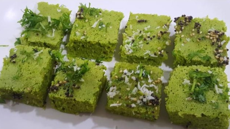 Try Spinach Dhokla Recipe For Winter Breakfast