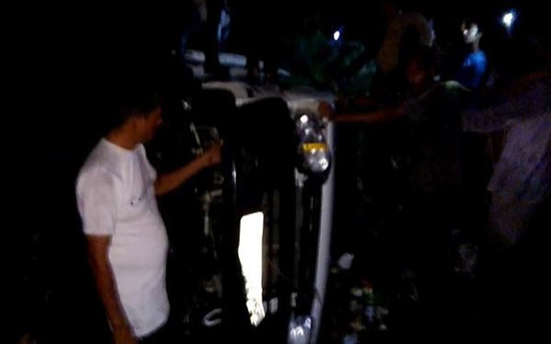 Umrailia family Car Drown Bhavnagar River Two Missing