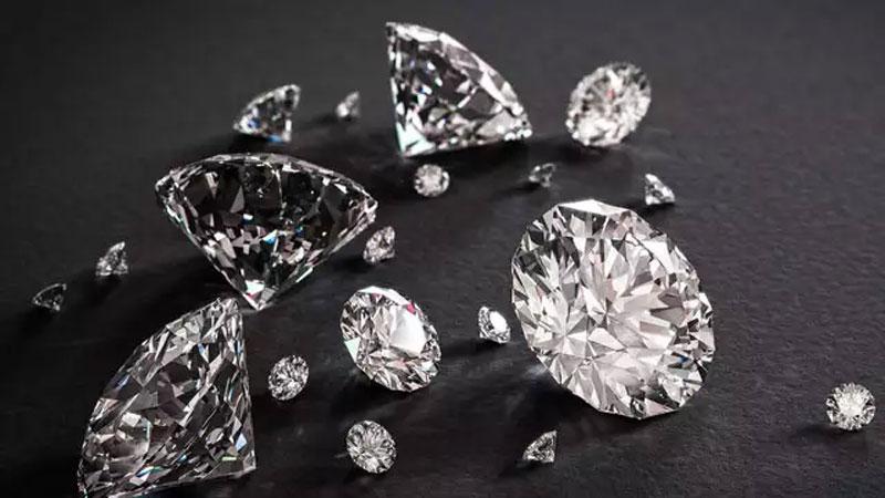 surat 10 crore diamond fraud and 5 crore textile market fraud