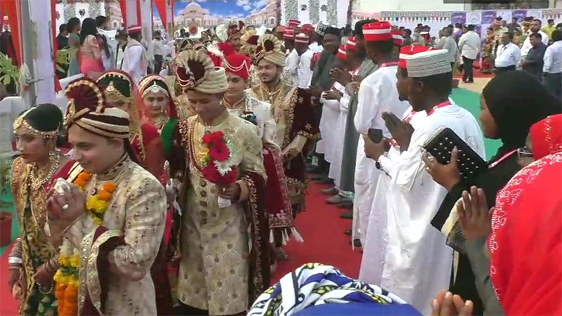 271 couples from different communities tied the knot at a mass marriage ceremony in Surat