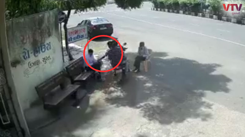 Mobile robbery incident in Surat