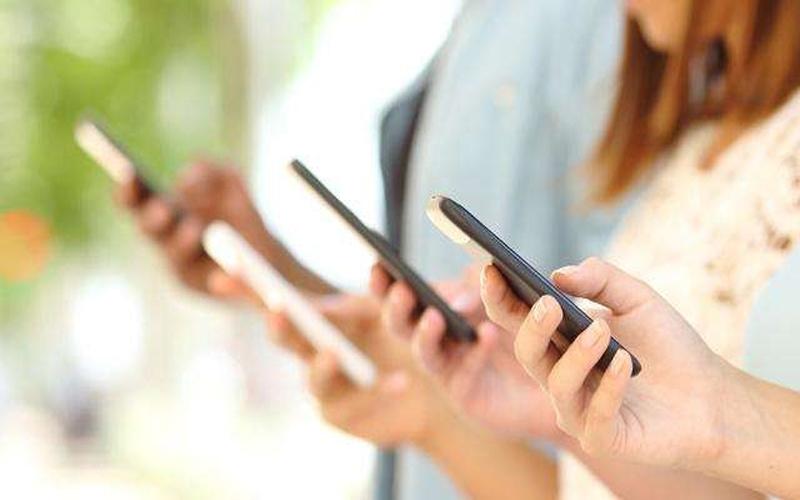 Airtelને ટક્કર આપવા Vodafone આપી રહ્યું છે 126GB ડેટા અને અનલિમિટેડ કોલિંગ