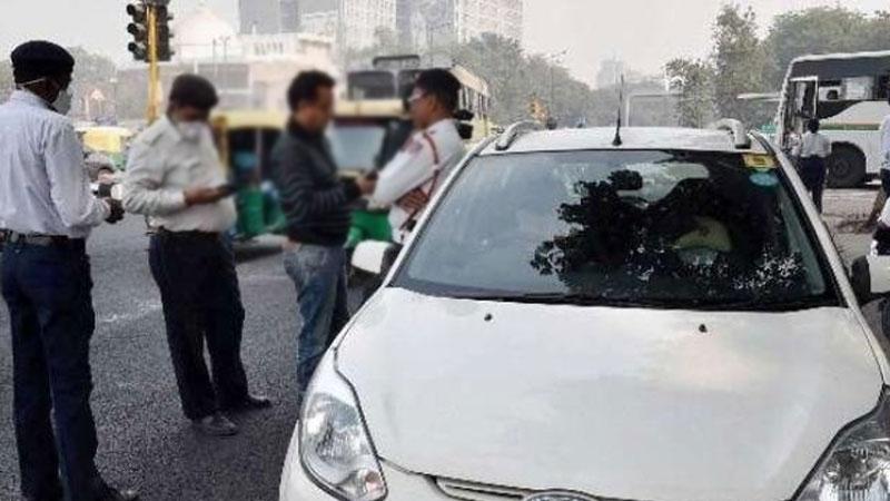Clashes between traffic police and car driver near Ellisbridge ahmedabad