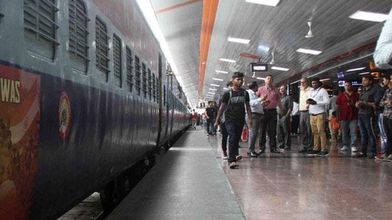 indian railways train passenger no bill no payment piyush goyal tweets good news customers