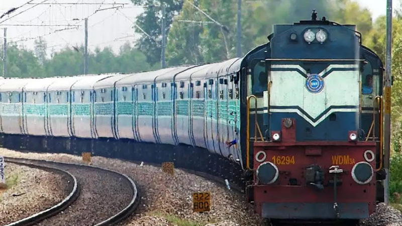 railway revenue from passenger fare down by rs 400 cr in q3 income from freight up by rs 2800 crore rti
