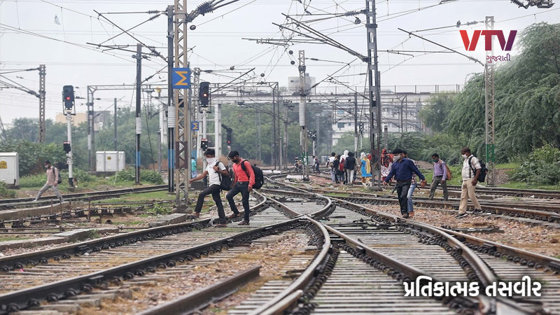 Ahemdabad two students accident with train in maninagar