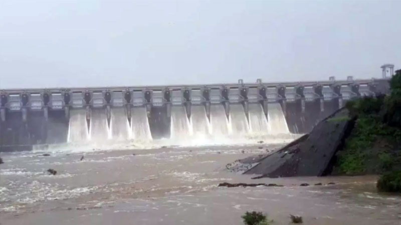 south gujarat ukai dam overflow heavy rain