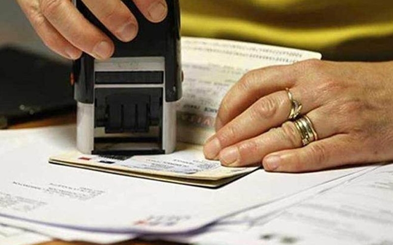 H-1B વિઝાના નિયમોને વધુ કડક કરવાની તૈયારીમાં છે અમિરેકા  ભારતીયો પર થશે સીધી અસર