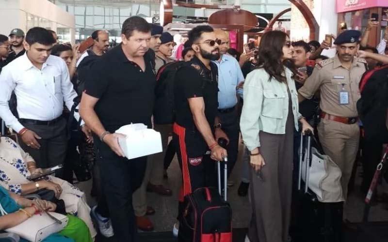 anushka sharma and virat kohli arrive bangalore fans cheers
