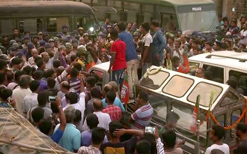 kolkata clashes between bjp workers and police due to protest against mamata banerjee