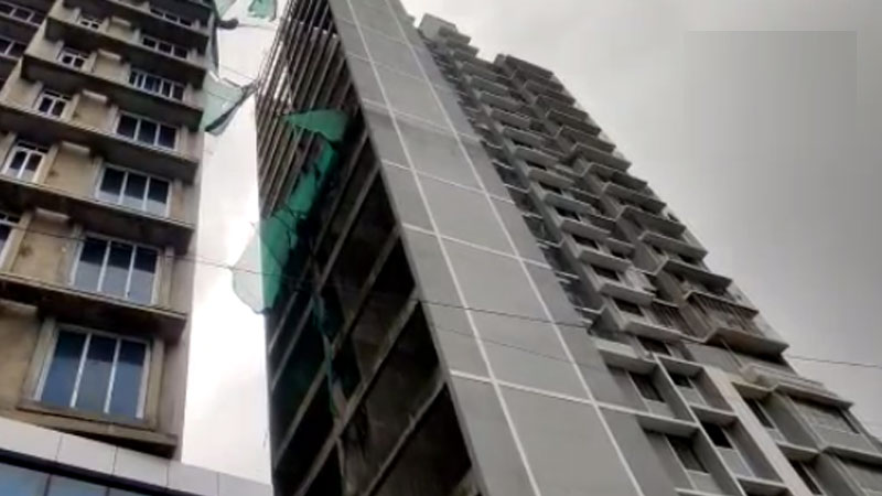 Another tragedy in Maharashtra: Tragic death of four in elevator collapse in Mumbai, women's cries