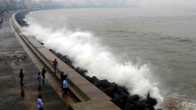 તટિય વિસ્તારથી ગુજરાત તરફ આગળ વધી રહેલું 'વાયુ' વાવાઝોડુ