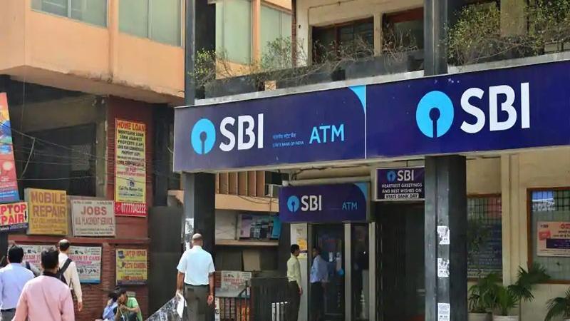 ATMમાંથી દરરોજ ઉપાડી શકો છો 3 લાખ રૂપિયા  જાણો 6 મોટી બેંકની કાર્ડ લિમિટ વિશે
