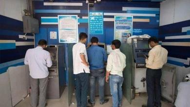 બંધ થઇ રહ્યા છે ATM, વધી શકે છે તમારી સમસ્યા